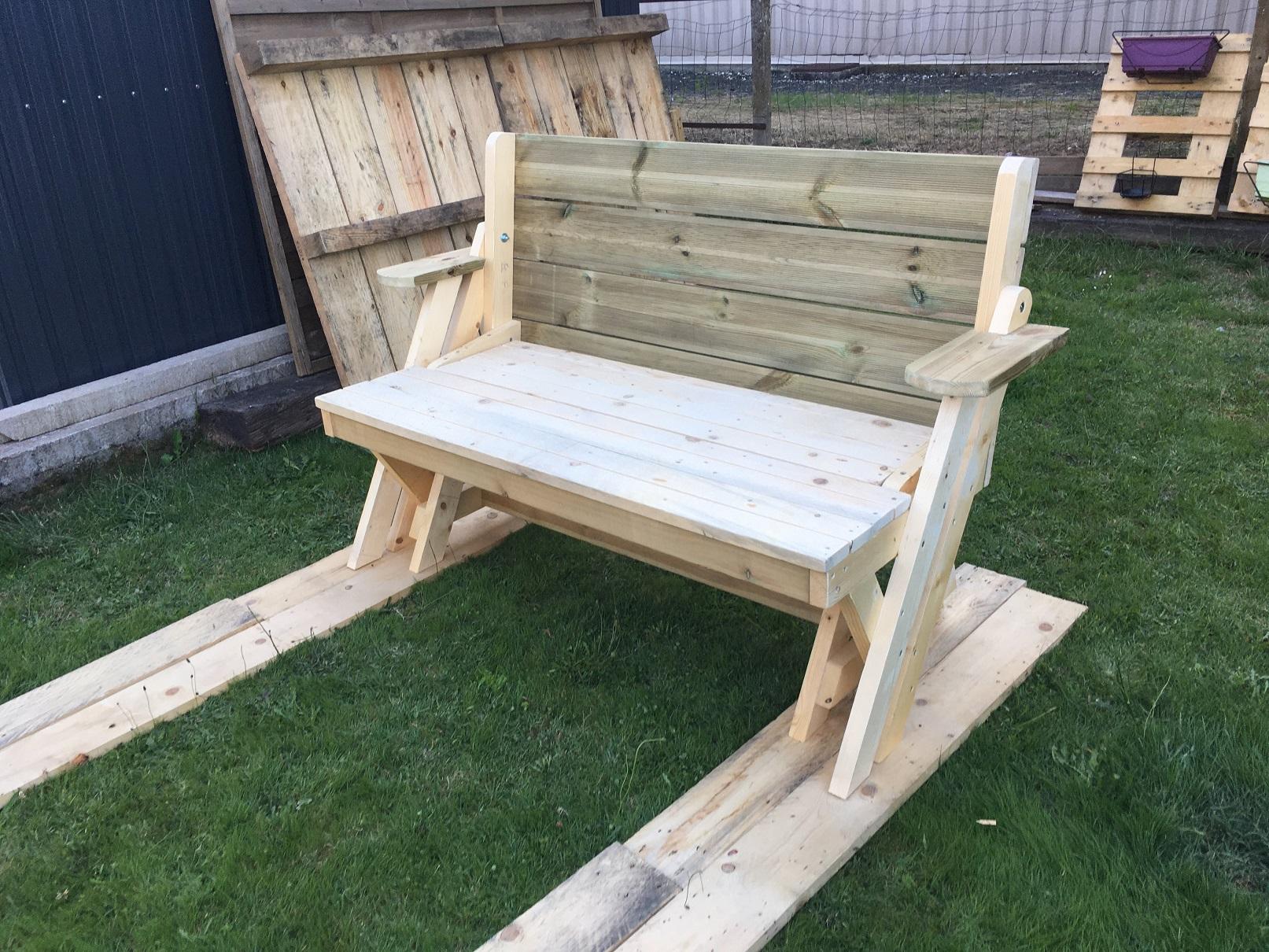 J'ai construit un banc transformable en table de pique nique